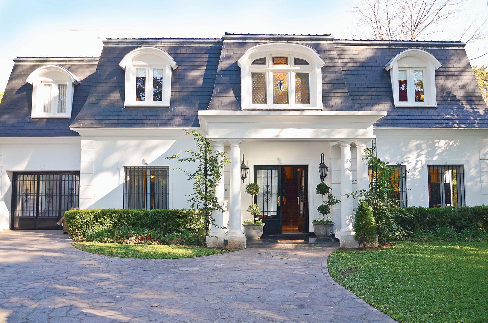 Estudio farina vazzano casa estilo cl sico neocl sico for Casas estilo frances clasico