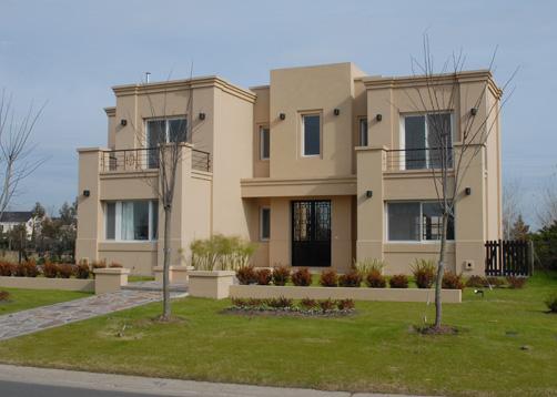 Fachadas de casas clasicas great fachada casa diseo for Casas modernas clasicas