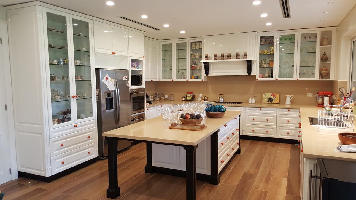 Cocinas objetos de deseo portal de arquitectos for Amortiguadores para muebles de cocina