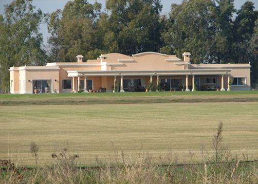 Fredi llosa y arquinova casas casa estilo cl sico campo for Portal de arquitectos casa de campo