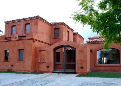 Fredi llosa y arquinova casas casa estilo actual for Fachadas de casas estilo rustico moderno