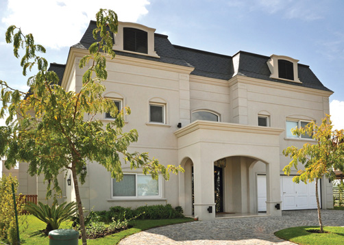 Fredi llosa y arquinova casas casa estilo cl sica for Fachadas de casas estilo clasico