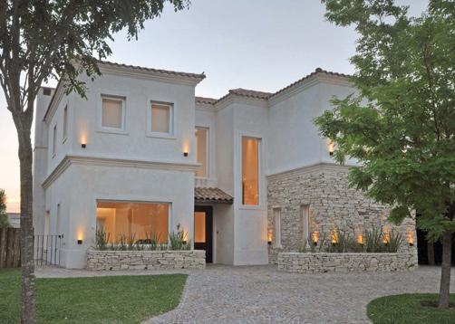 Baños Estilo Toscano:Arquitecto Daniel Tarrío y Asociados – Casa estilo actual