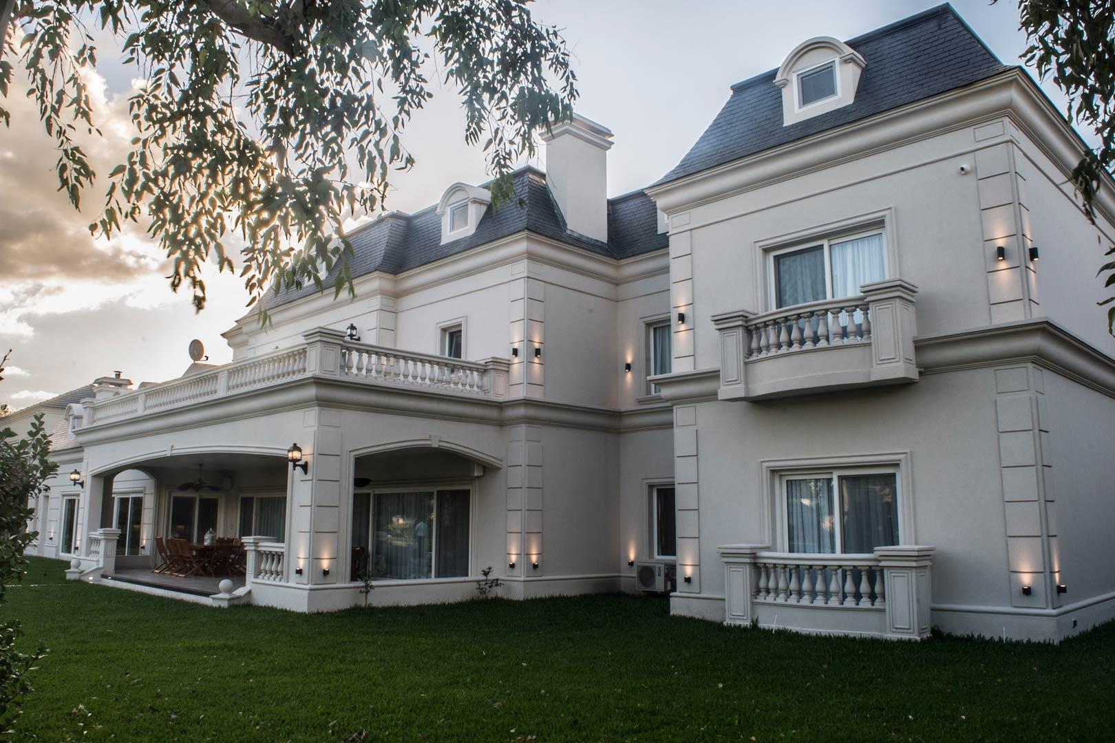 Estudio a r arquitectos casa estilo cl sico franc s - Casas estilo frances ...