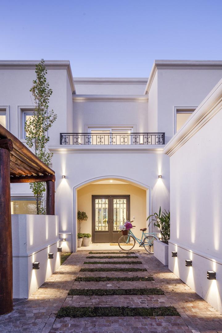 Arquitecto daniel tarr o y asociados casa estilo clasico for Casas modernas clasicas