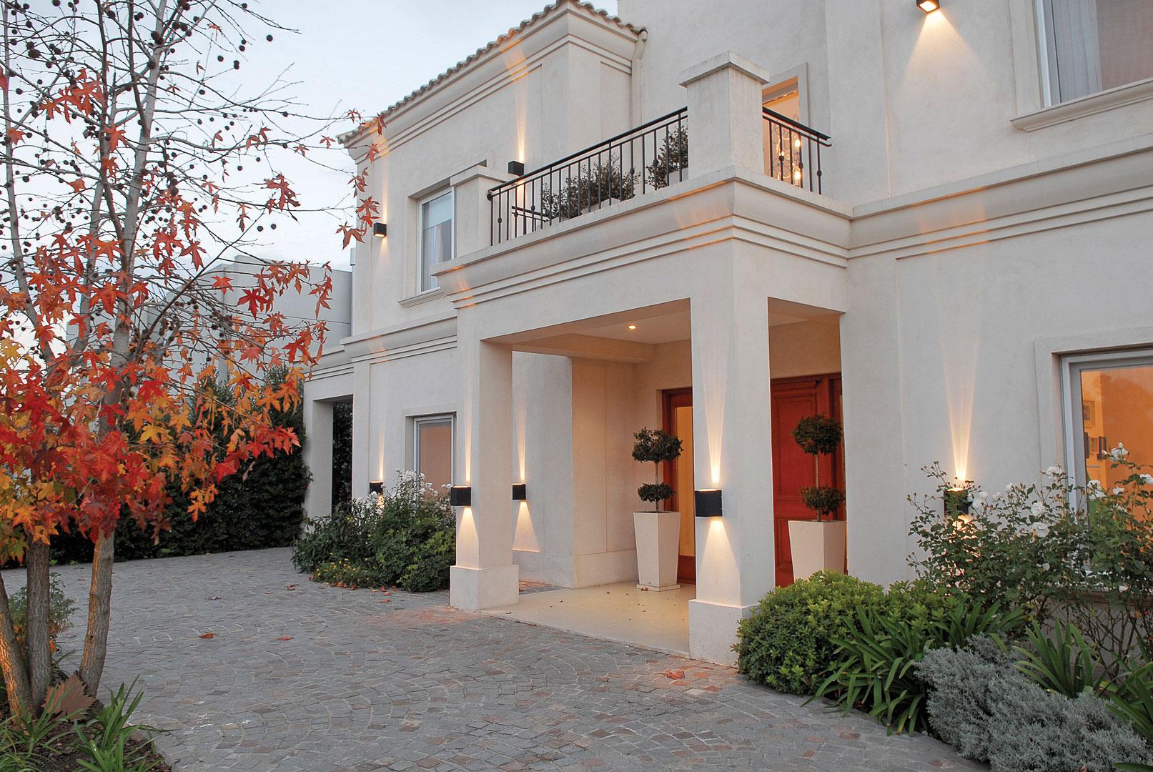 Arquitecto daniel tarr o y asociados casa estilo cl sica for Fachadas de casas estilo rustico moderno
