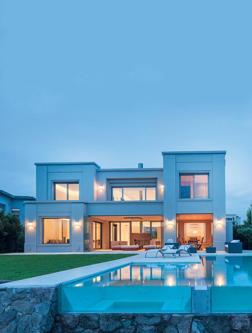 Estudio gamboa casa estilo cl sico moderno portal de for Casas modernas clasicas