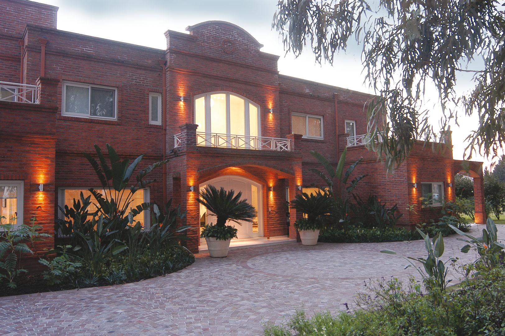 Estilo campo en casa de gran nivel portal de arquitectos for Portal de arquitectos casa de campo