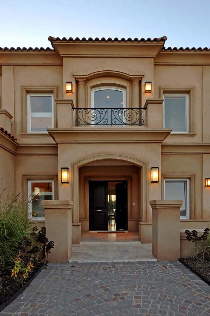 Fern ndez borda arquitectura casa estilo cl sico for Colores para techos de casas