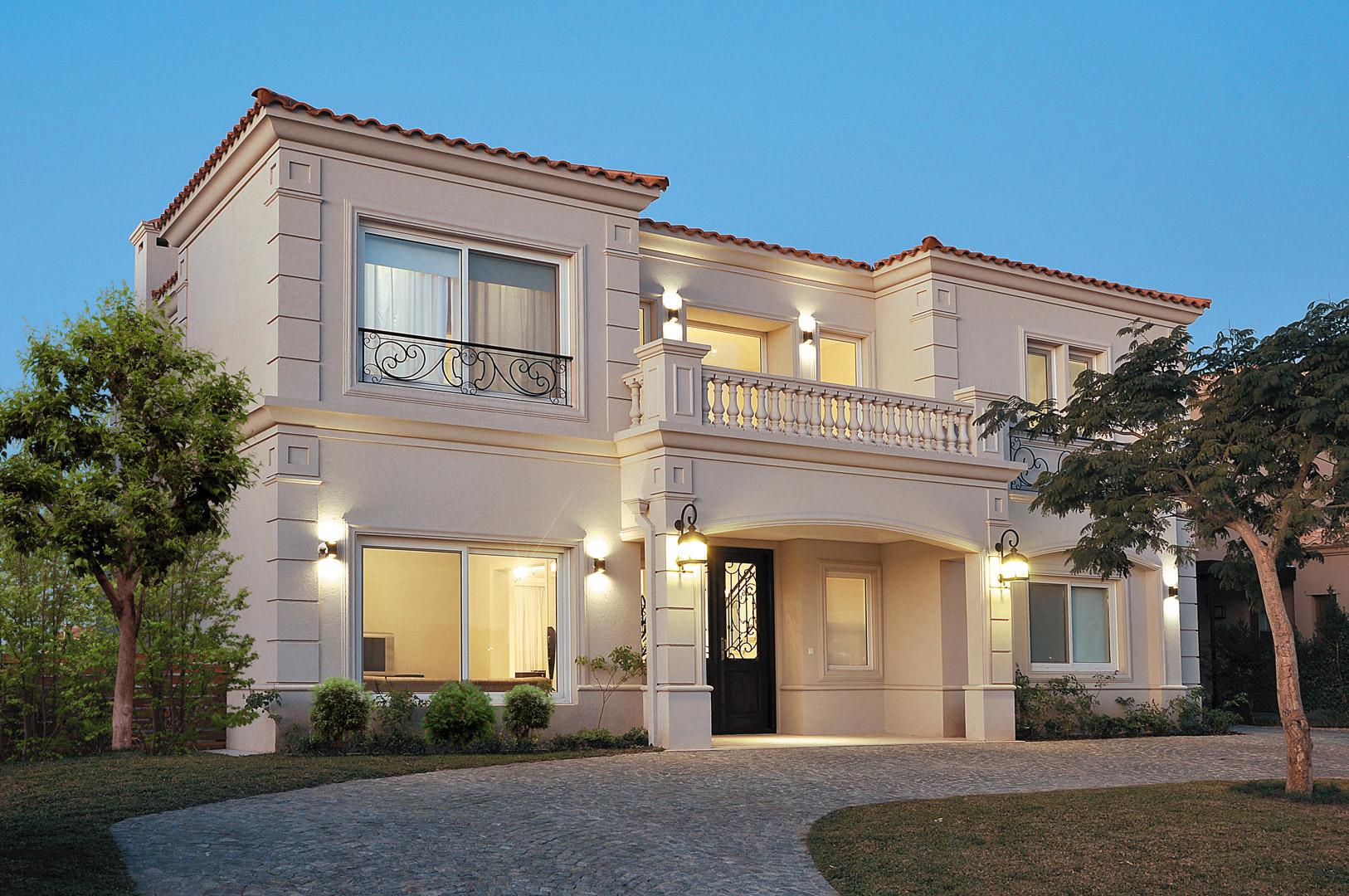 Housing construcciones arq casa estilo cl sico Duchas modernas puerto rico