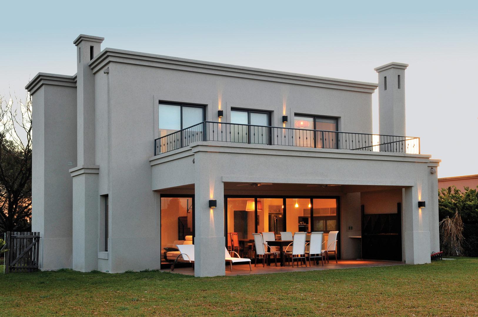 Marcela parrado arquitectura casa estilo actual for Casas modernas clasicas
