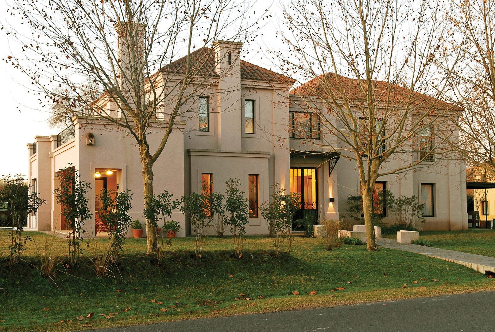 Fachadas de casas clasicas top fachadas bonitas de with for Casa rodante clasica