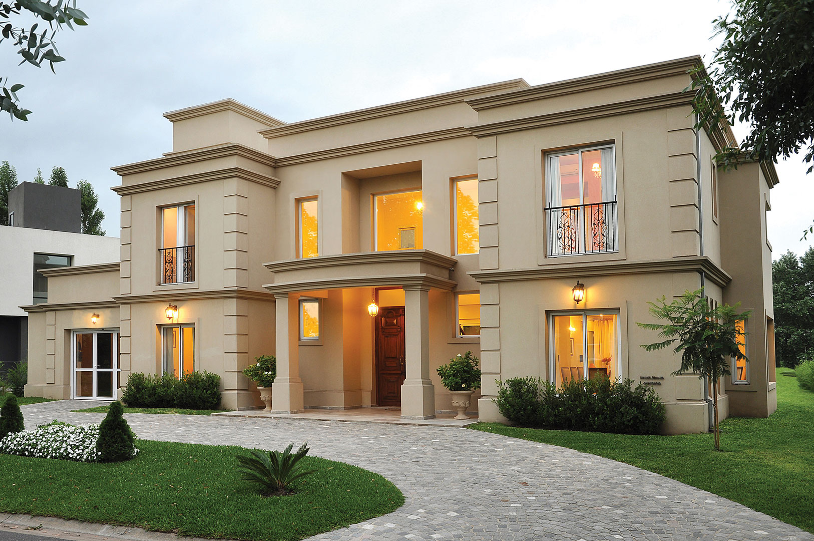 Fachadas de casas clasicas modernas 8 preguntas para los for Casas clasicas modernas
