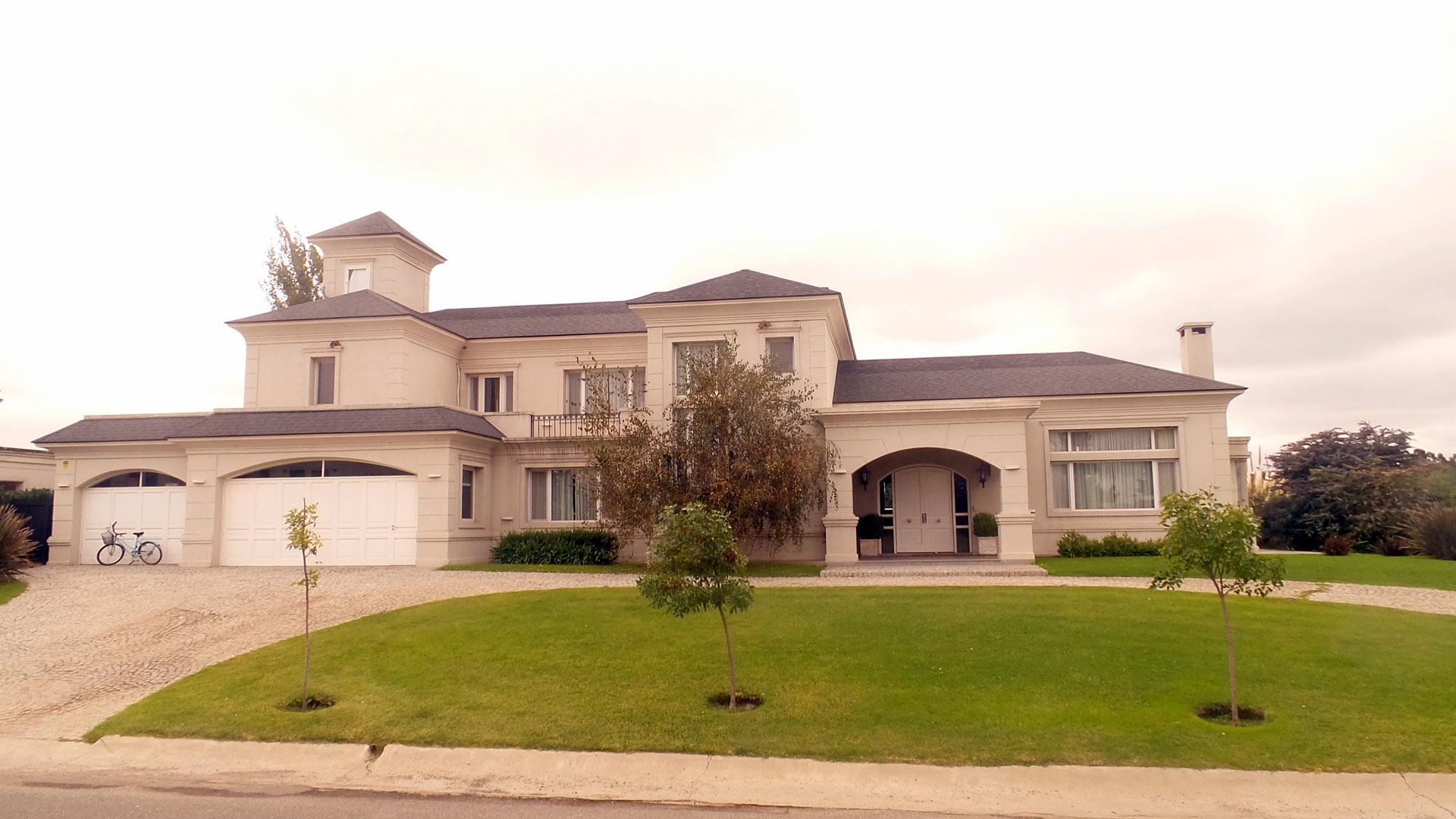 Pinasco arquitectos casa estilo americano portal de for Casas estilo americano interiores